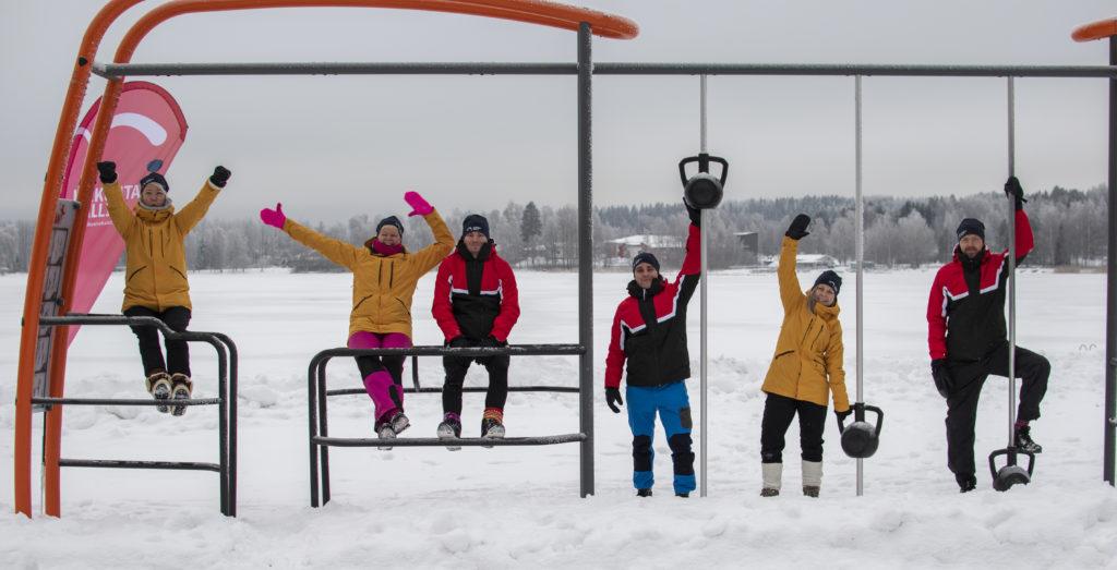 Kuvassa liikunnanohjaajamme Hämeensaaren ulkokuntosalilla tammikuussa 2021